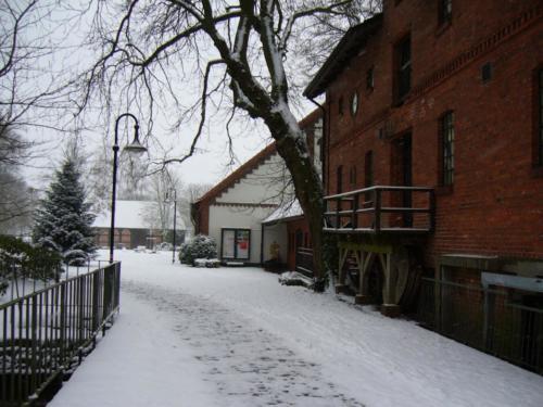 Zugang von Holzbruecke Winter